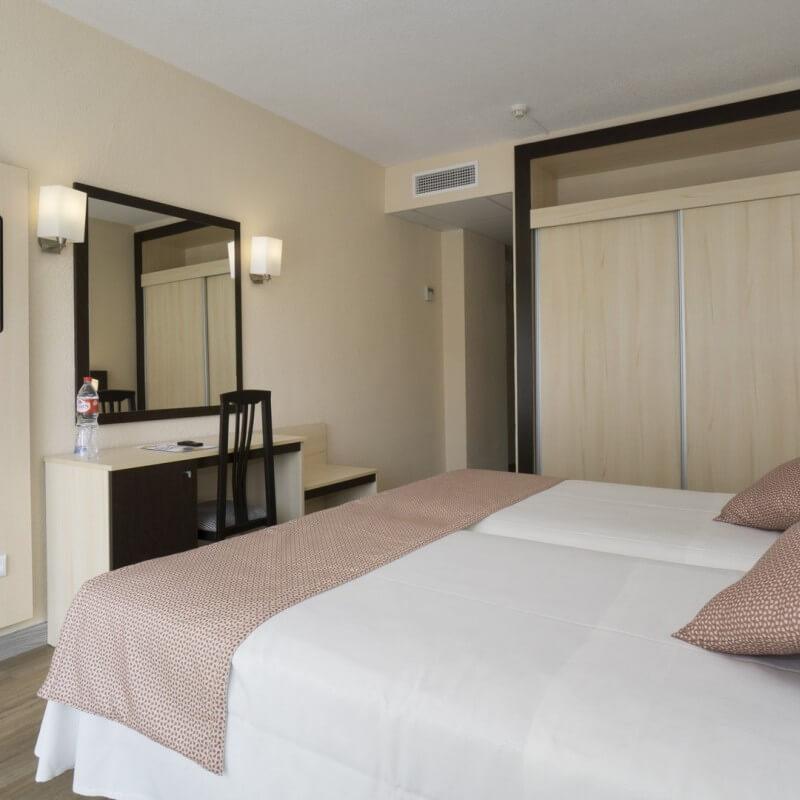 Habitaciones marconfort griego hotel for Habitacion familiar estandar